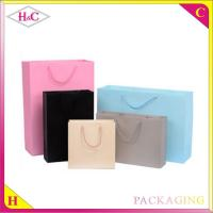 純粋な色手の長さのハンドルのボール紙のギフトの買い物袋
