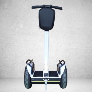 Les roues de l'équilibre deux d'individu tiennent le scooter pour des adultes pendant 4 heures - 5 heures chargeant le temps