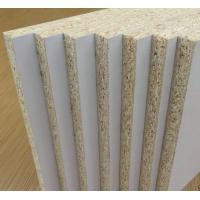 Buy cheap Indoor White Laminated Particle Board With Surface Finish Customized Thickness product